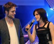 Robert Pattinson e Kristen Stewart na Alemanha (Foto: Tobias Hase)